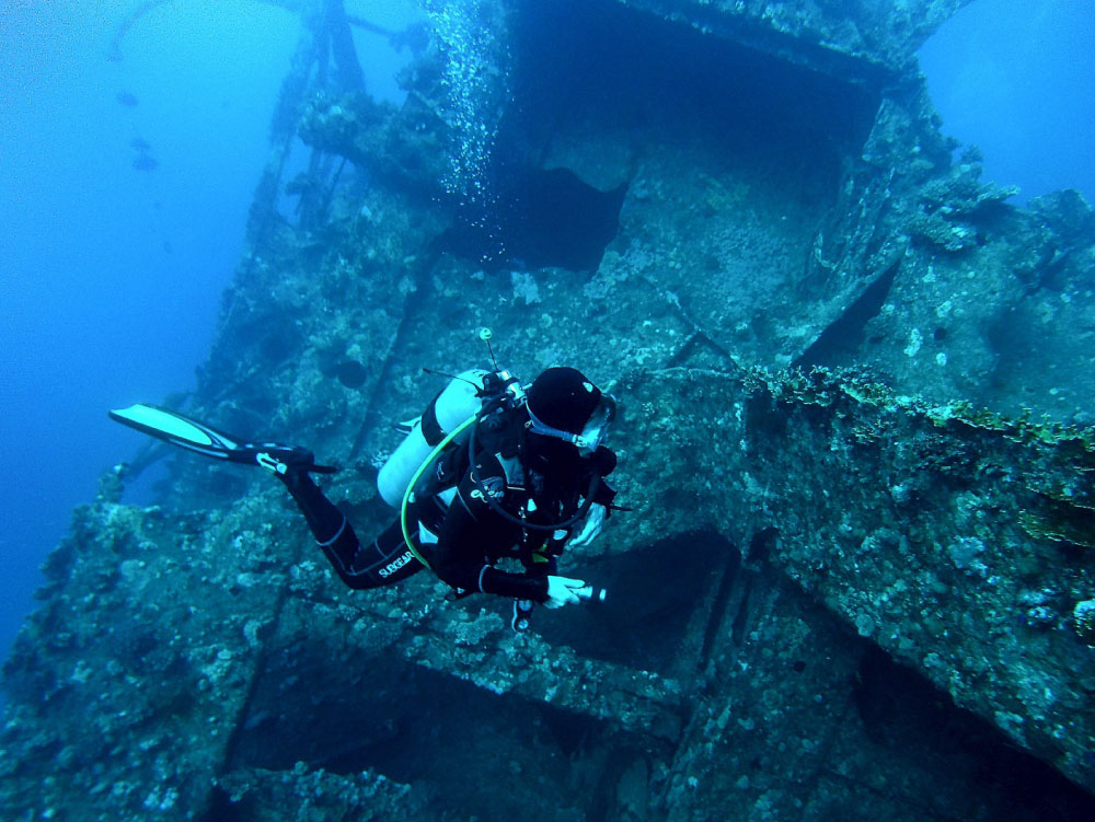 Cape Town Dive Centre   PADI Wreck diving speciality course